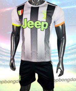 Bộ Quần Áo Bóng Đá CLB Juventus Trắng Đen chữ xanh